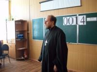 Священник поздравил учащихся  с Днем Победы