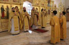 Неделя 23-я по Пятидесятнице, память священномученикаЗиновия, епископа Егейского, и сестры его мученицы Зиновии